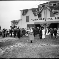 Crowd gathered outside of the Agricultural Hall, New England Fair, Worcester