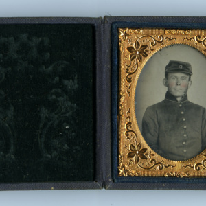 Ambrotype of unidentified soldier.jpg