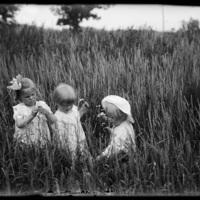 Virginia, Gretchen and Theodore Wohlbrück